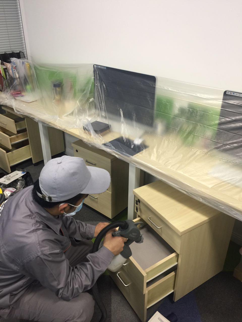 办公桌椅重点施工